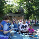 Lions Ron, Edna, and Irene serve the hungry readers!